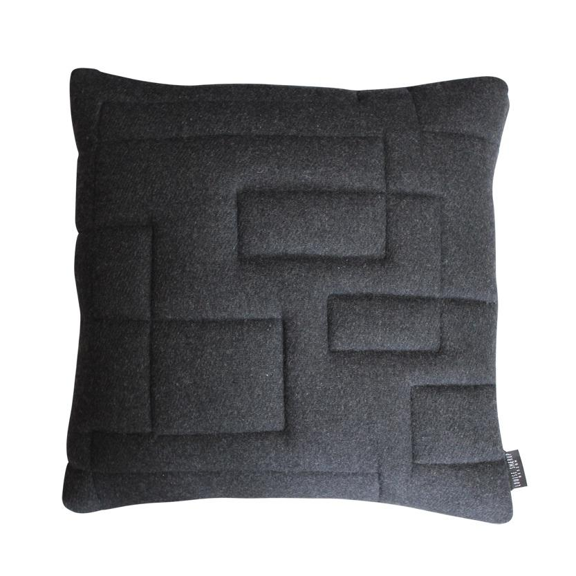 louise smaerup pute quilt morkegra 50x50