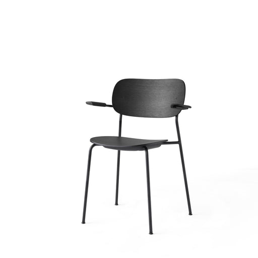 Menu Co Chair stol med armlene - Svart eik-Designfund.no