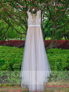 Summer Beach Wedding Dresses Illusion Neckline Lace Appliques Flowy Tulle Bridal Gown With Buttons WD377