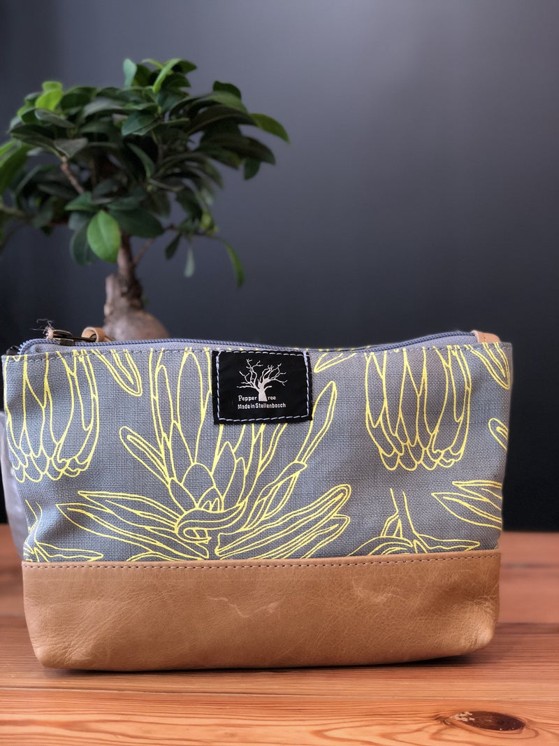 Peppertree Large Zip Purse / Small Line Protea Butter Yellow on Sky
