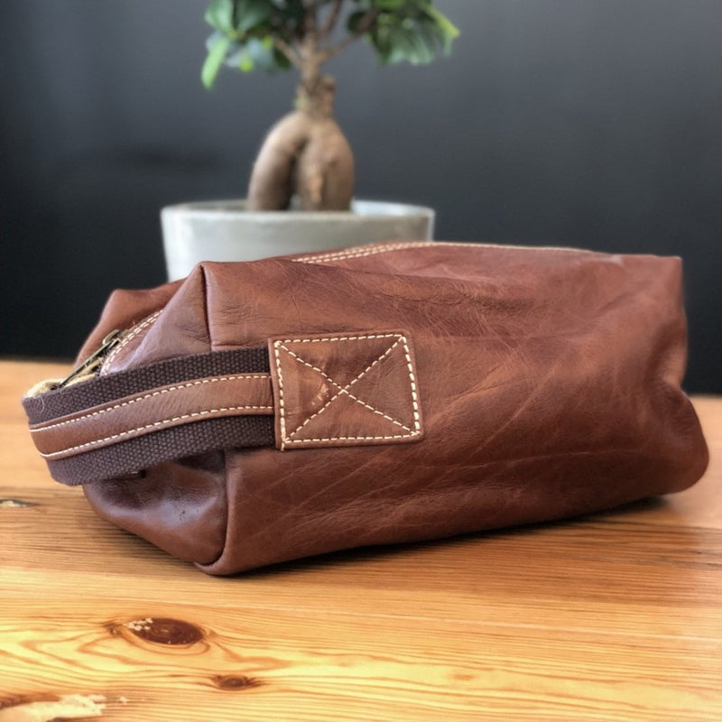 Peppertree Dark Leather Mens Toiletry Bag