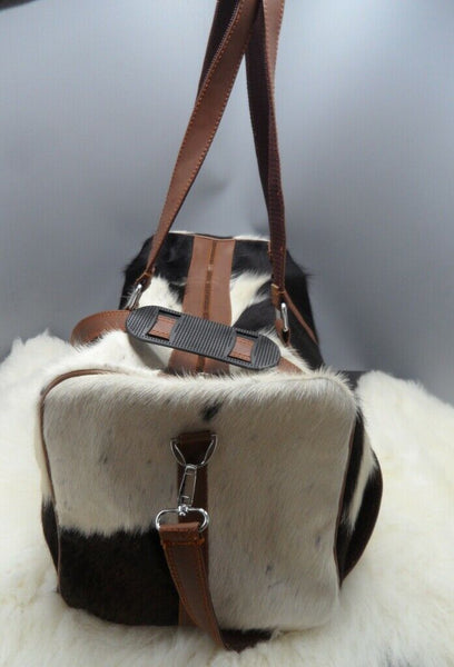Cowhide duffel bag for travel to the Islands with you and it will hold up well, it will receive many lovely comments.Timely delivery and nicely packaged.