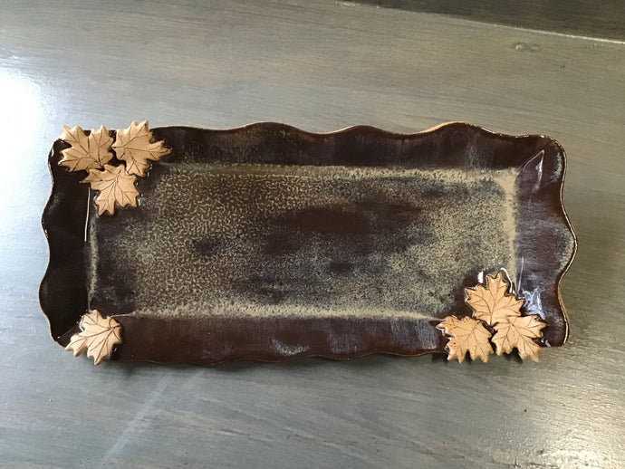Slim rectangular tray with leaves.