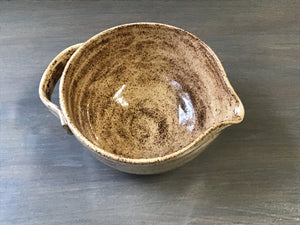 Mix and pour bowl with handle