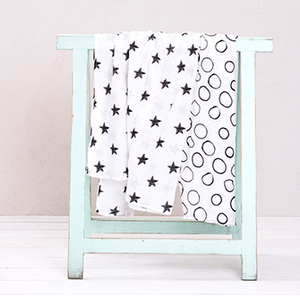 Mi Supersize Muslin Blanket - Black stars