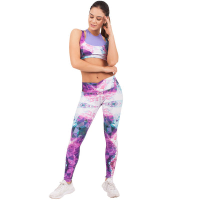 Do you want to look gorgeous and comfortable? Enjoy your time at the gym with these sports capri which will enhance your silhouette. Ideal for any type of workout.