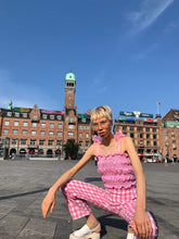 Load image into Gallery viewer, Mette wears pink pastel gingham top