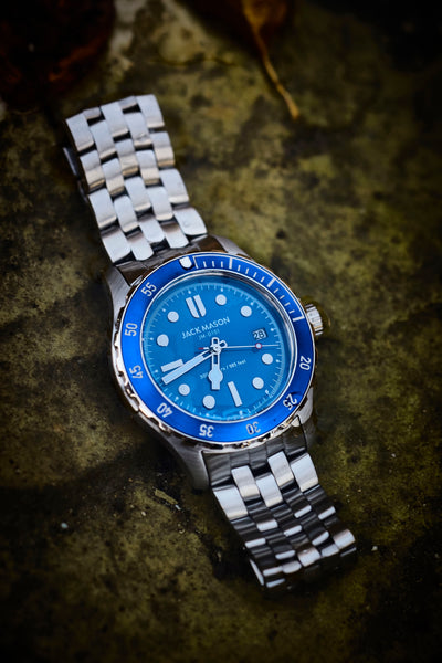 The blue and stainless steel diving watch with bracelet strap
