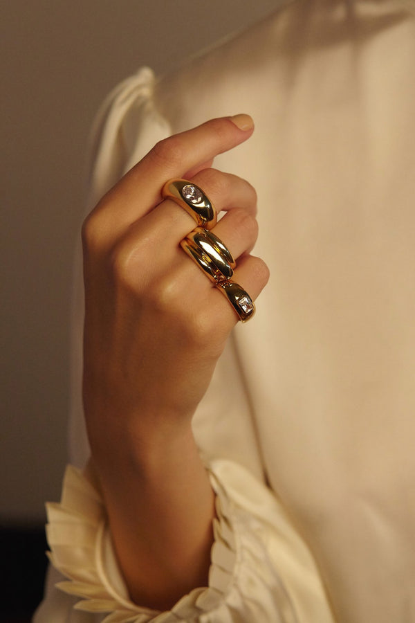 Reliquia Cyra Ring on hand on LULIE