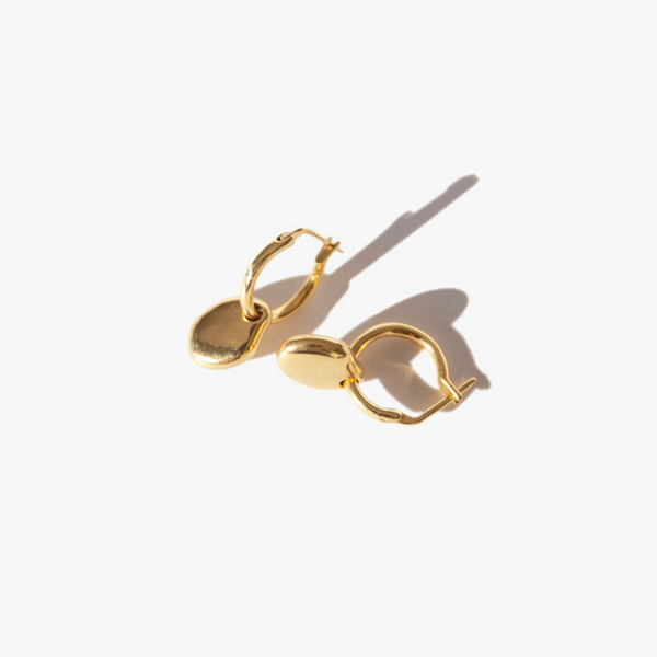 Flash Très Sleeper hoops in gold.