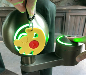 Simba Magic Band Buddy scanning into park kiosk with green ring lighting up