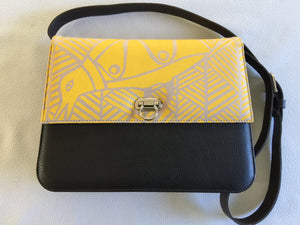 Lola Handbag in brown leather featuring Sandpiper by artist Bebe Tangatalum, Tiwi Designs