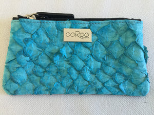 Lily purse in black leather featuring San Andre's blue ruffled barramundi skin