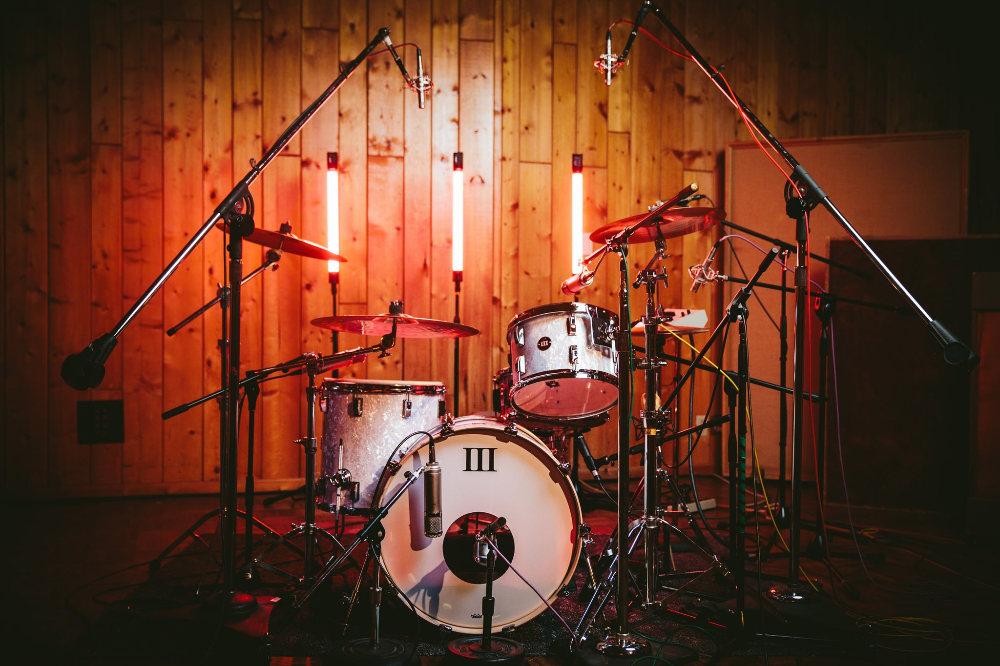 An Oyster White Combo WFLIII Drum Kit