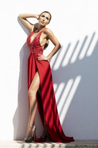 Red Spandex Jersey Long Dress. Gowns near miami. Party dresses for sale. Handmade long cocktail event dresses. Cocktail party long dress for woman. Latest Miami fashion long dresses and gowns for sale.