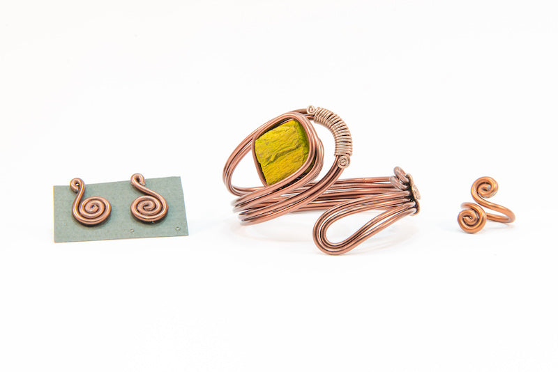 Green stone copper wire bracelet, earrings and ring set