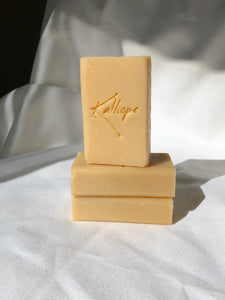 Lizzie with rich creamy lather and an uplifting scent