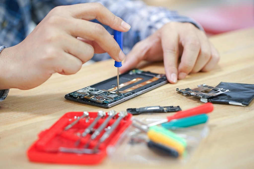 Electronics Repairs, Custom Computer Builds, and MORE available at our Golden Valley Location!