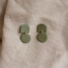 Load image into Gallery viewer, fern dottie earrings