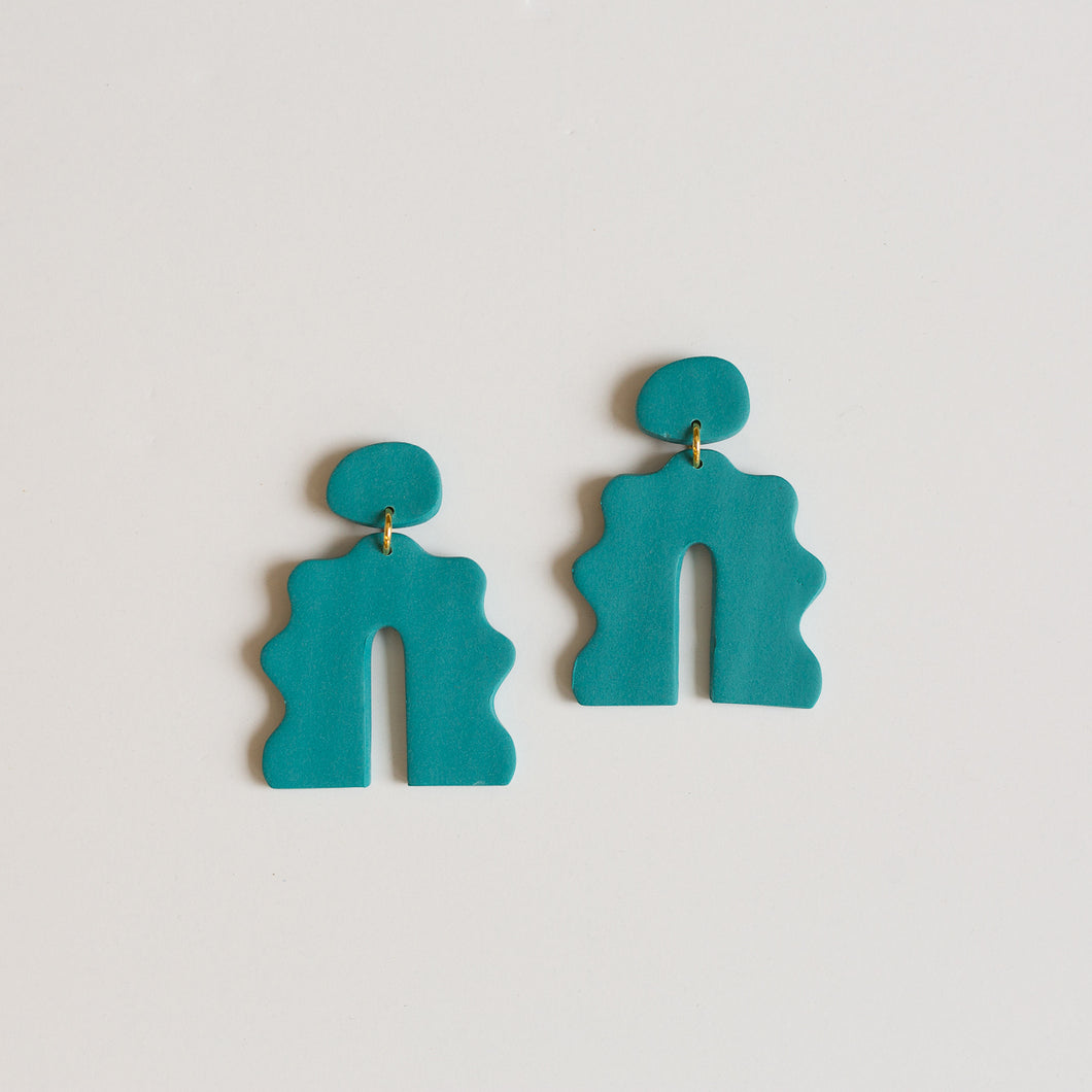 wavy arch earrings in turquoise