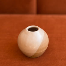 Load image into Gallery viewer, round bud vase in sand