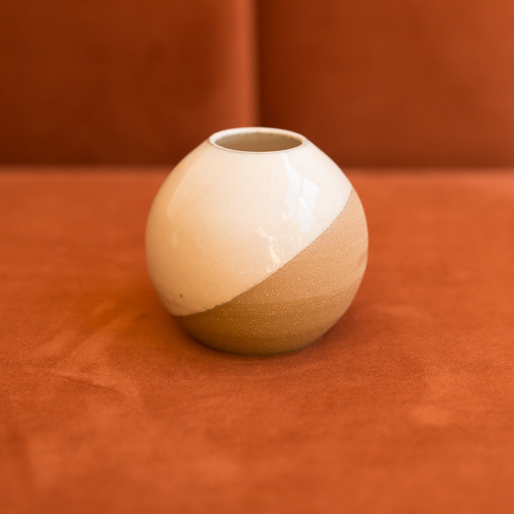 round bud vase in peach dew