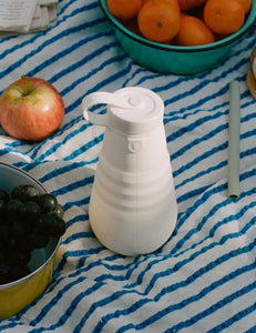 collapsible water bottle in quartz