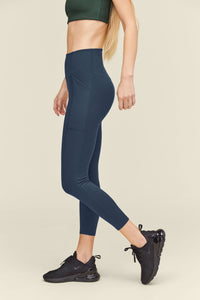 girlfriend pocket legging in midnight