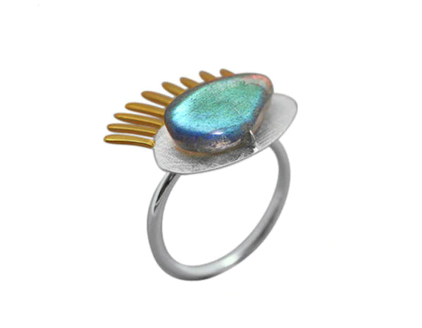 Golden Eyelashes Ring