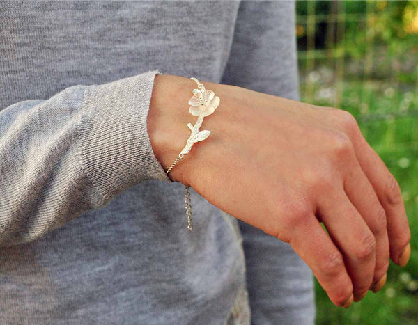 Flower in the Rain Bracelet - Lotus Fun