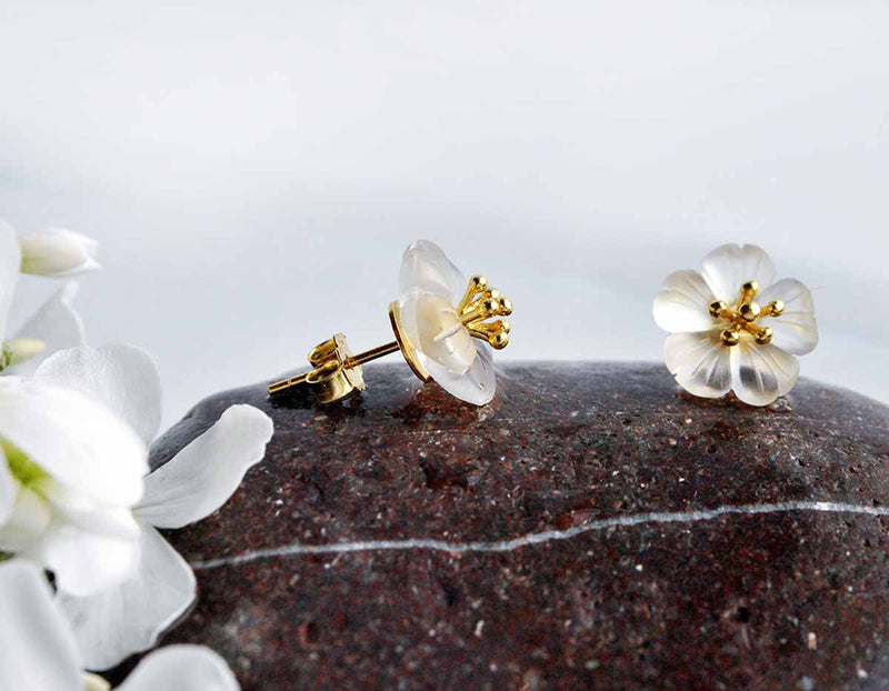 Gold Flower in the Rain Stud - Lotus Fun