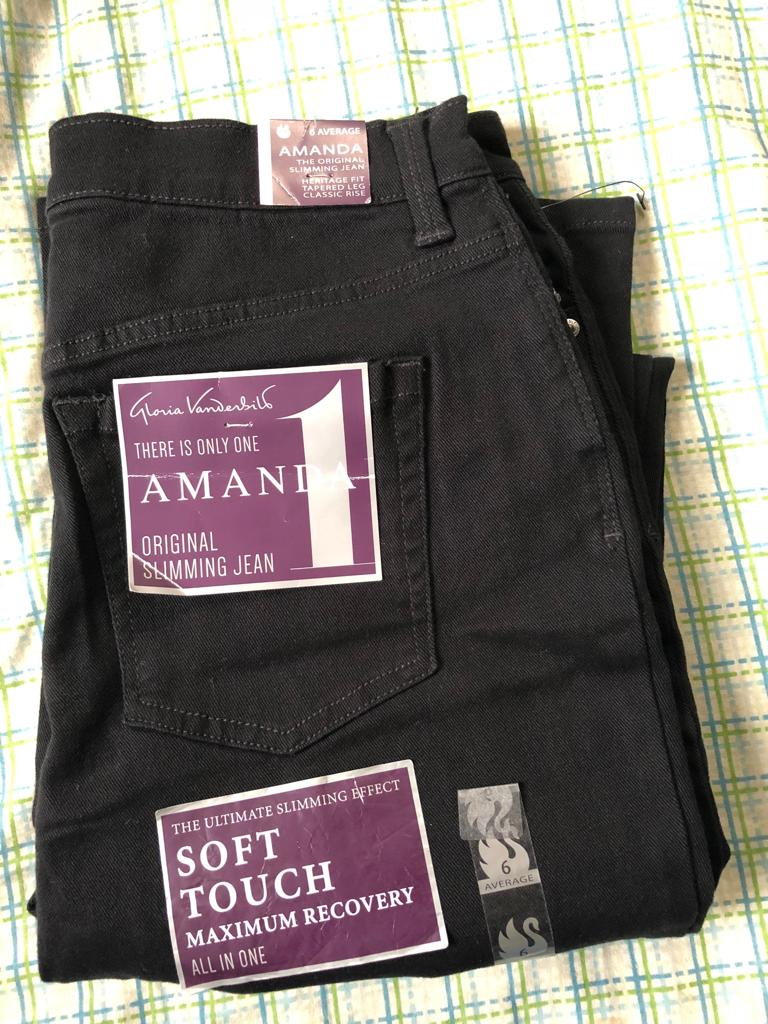 Amanda Classic High Waisted Tapered Jeans In Black