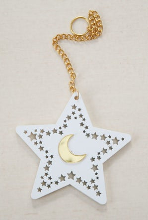 Star on chain (White)