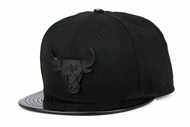 "CHICAGO BULLS METAL BADGE AIR JORDAN XI ""CAP AND GOWN"" MATCHING NEW ERA 59FIFTY FITTED CAP"