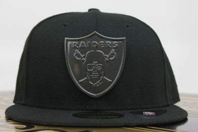 buy online 3bee4 47ac9 OAKLAND RAIDERS SLEEKED FINISH METAL BADGE NEW ERA 59FIFTY FITTED HAT