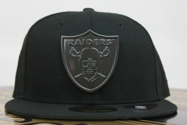 OAKLAND RAIDERS SLEEKED FINISH METAL BADGE NEW ERA 59FIFTY FITTED HAT