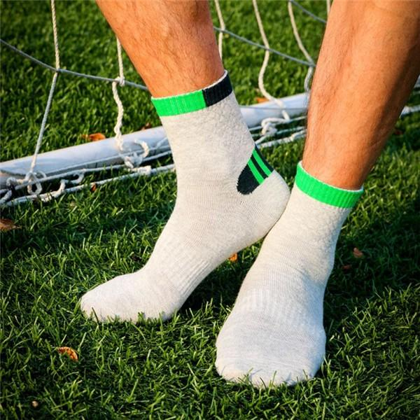 Men Cotton Blend Sports Basketball Colors Patchwork Socks - Slabiti