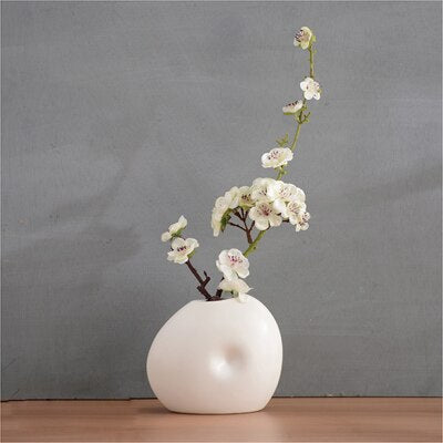 004-vase-and-flower