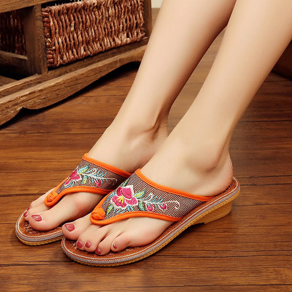 Flower Embroidered Clip Toe Flat Slippers - Slabiti
