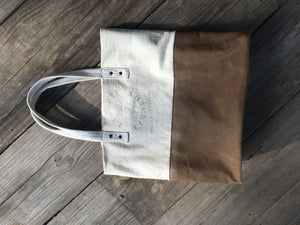 Canvas Tote in White and Luggage