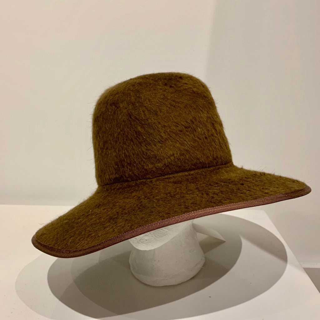 Brookes Boswell Violetto hat in Bronze Shag