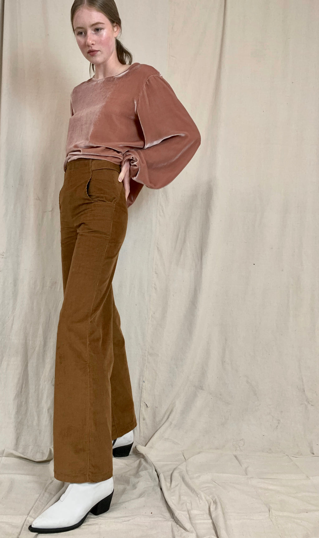 Wide-leg pants in camel corduroy