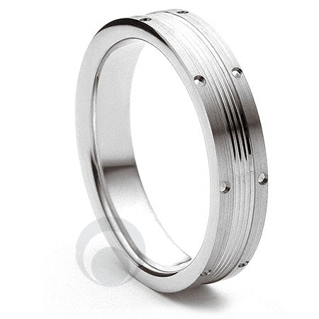 Platinum Wedding Ring Vicino