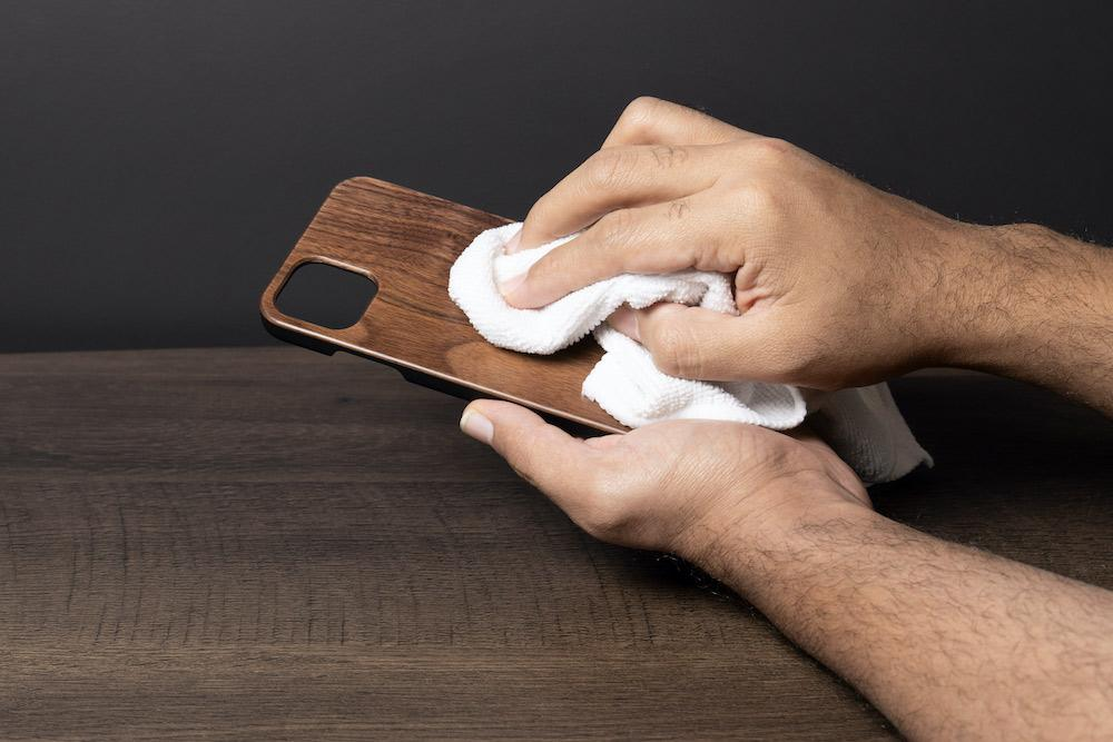 How to clean Your wooden phone case and smartphone Amidst COVID-19