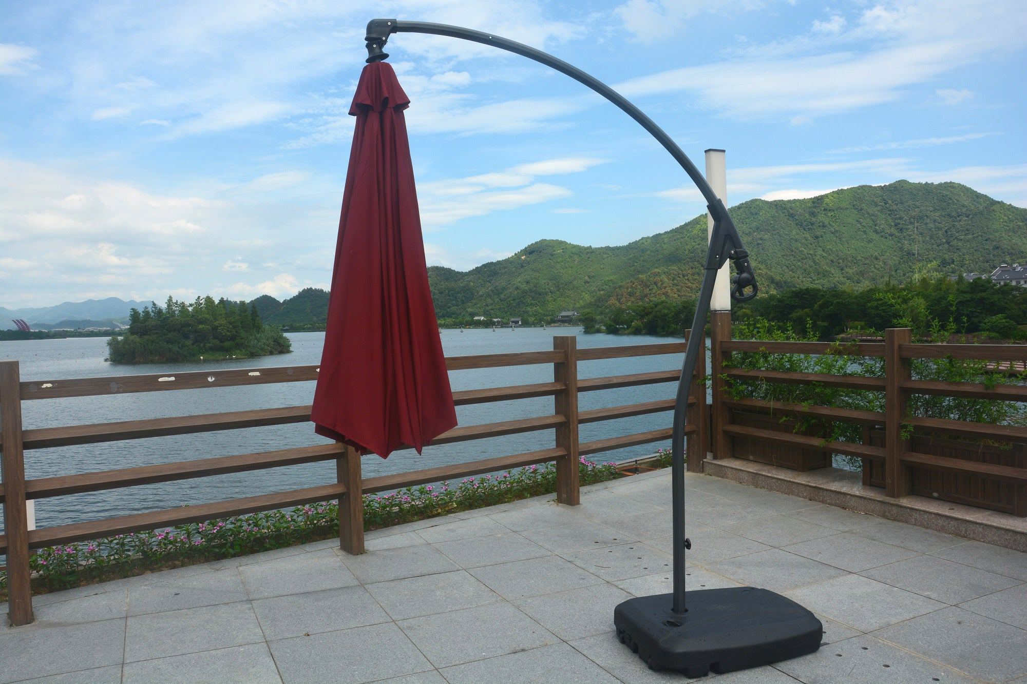 Luna 9.5 Ft Open Diameter Cantilever Umbrella With Base