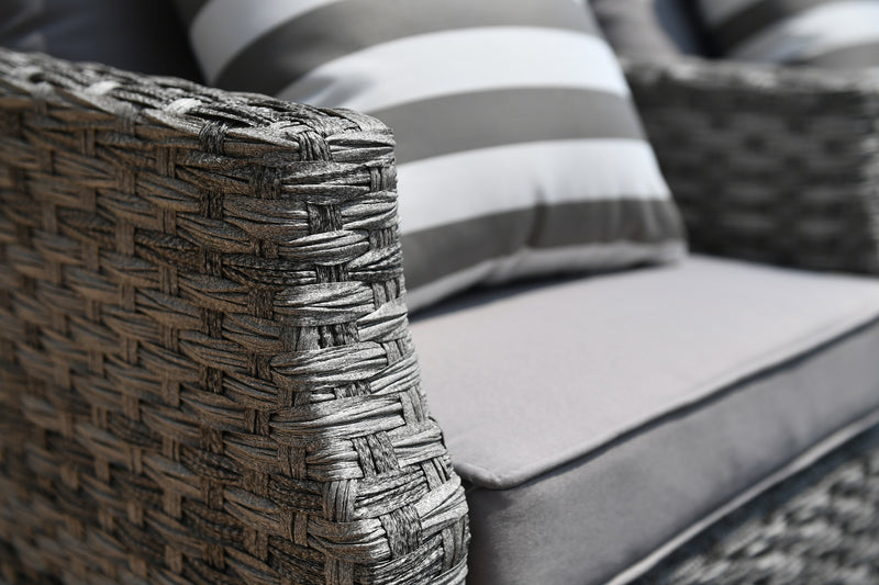attention to detail in this Ash outdoor sofa set by Mr. backyard