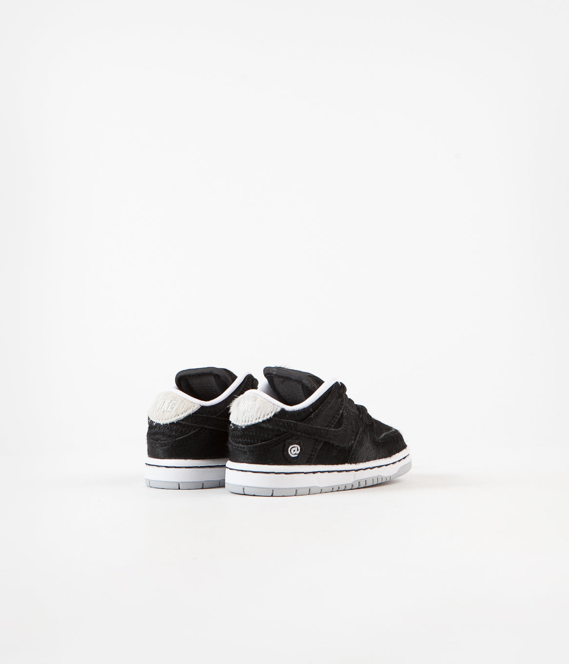 músculo Formación ingeniero  Nike SB Dunk Low Pro Medicom Toddler Shoes - Black / Black - White |  Releases.Flatspot