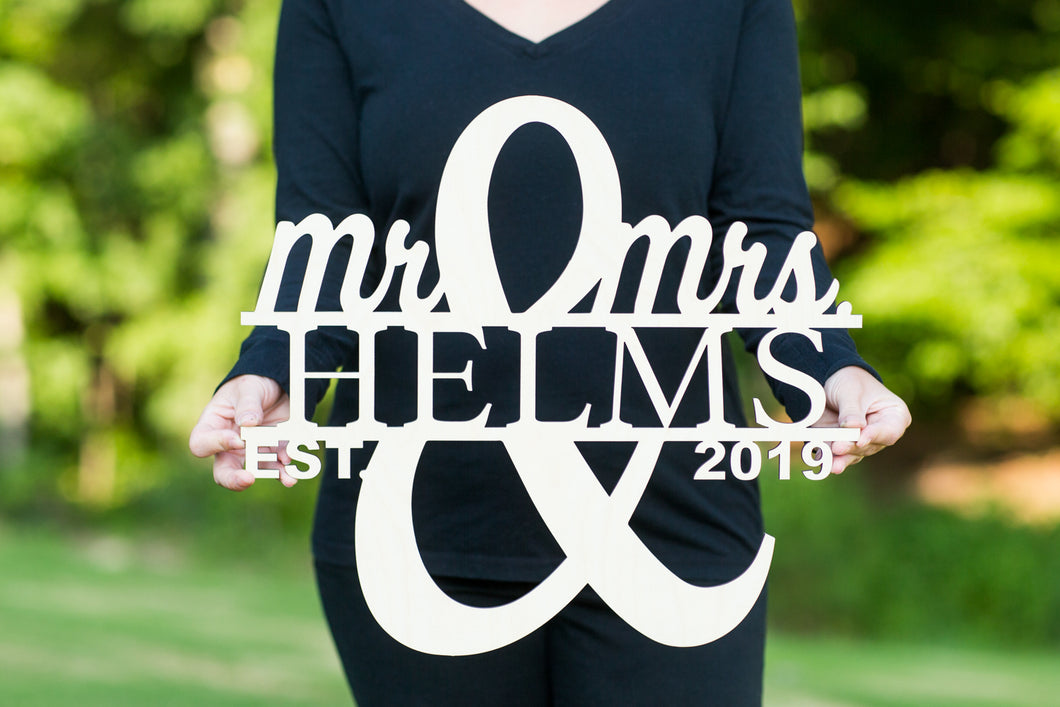 mr-and-mrs-wedding-rustic-signs