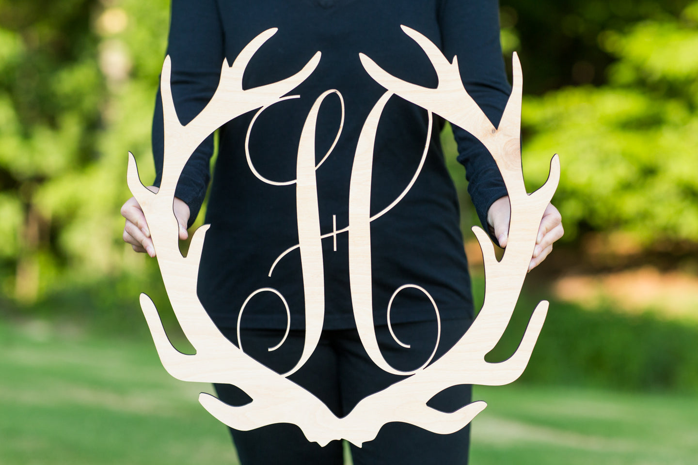 handmade-wood-monogram-antler-sign-hunting-decor
