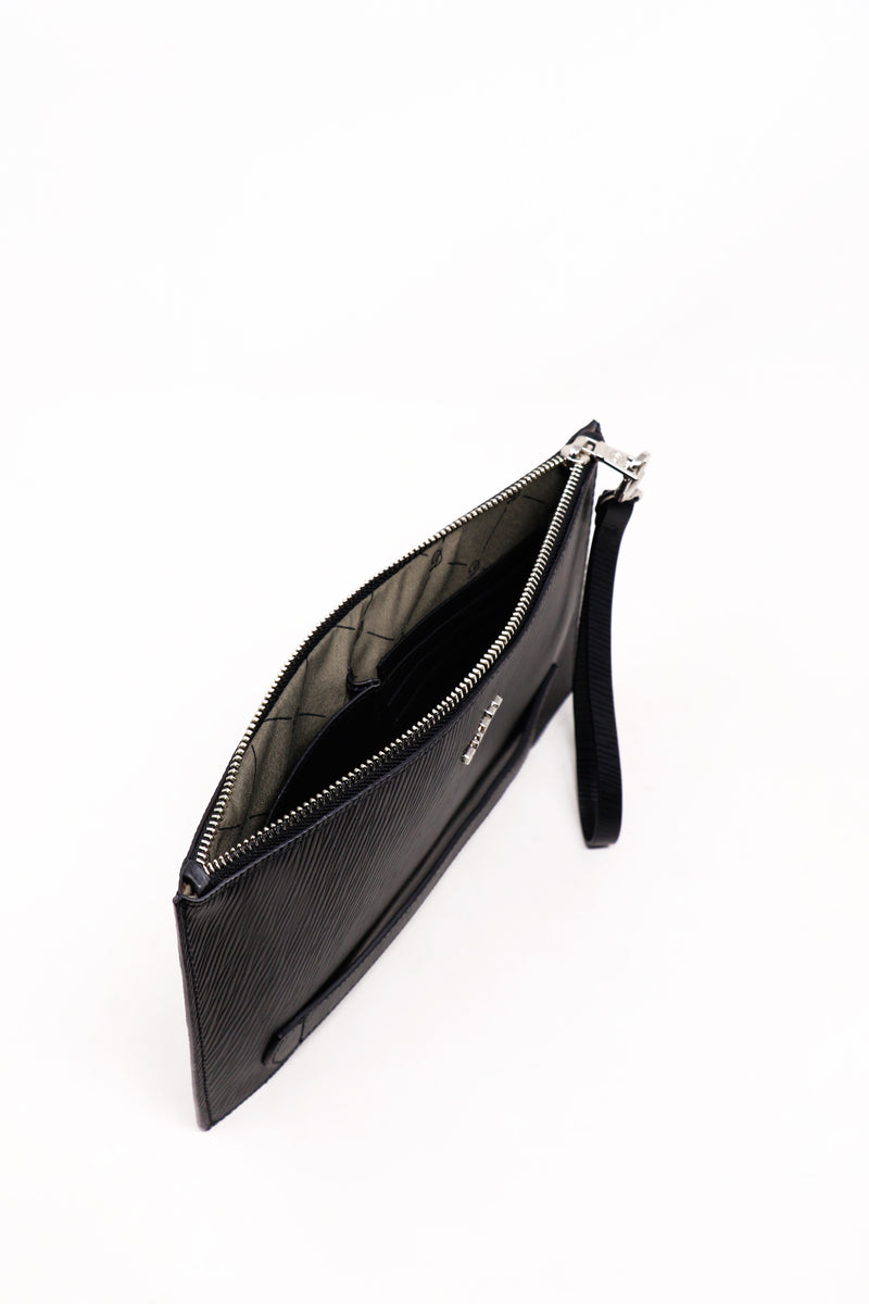 products/Pouch-men-negra-02_977a9097-1b63-4331-a102-eb751e81ff21.jpg